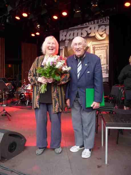 Äkta underhållningsparet Marianne och Harry Persson efter Sten-Åke Cederhök-showen. Taubescenen på 90-årsfirande Liseberg tisdag 25 juni 2013 kl 20:20.