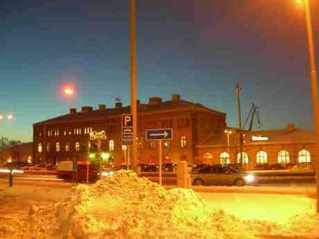 Casino Cosmopol bakom snöhög. Torsdag 6 december 2012 kl 16.34.