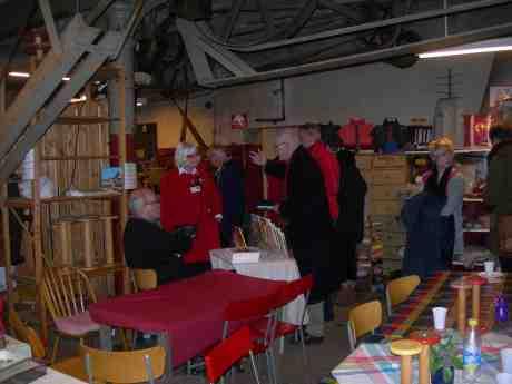 Julmarknad på Remfabriken i Gårda med Ulla Bjurde i rött, författarinnan till Gårda – bilder från en försvunnen stadsdel. Söndag Första advent 2 december 2012 kl 14.54.