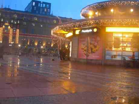Trumpetare på Drottningtorget blåser ut hela 2012! Nyårsafton måndag 31 december 2012 kl15.33.