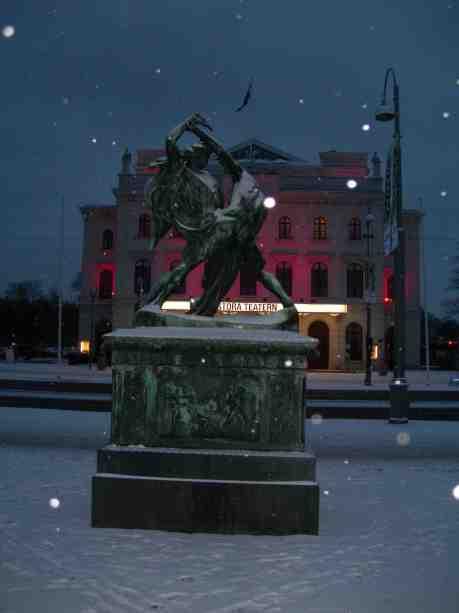 Bältespännarna i snöflingestjärnfall. Tisdag 15 januari 2013 kl 16.16.