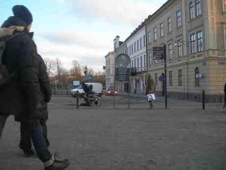 Cykelkrock vid Drottningtorgsbron. Onsdag 13 mars 2013 kl 17.28.