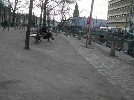 Flickan och måsen. Fredag 22 mars 2013 kl 16.33.