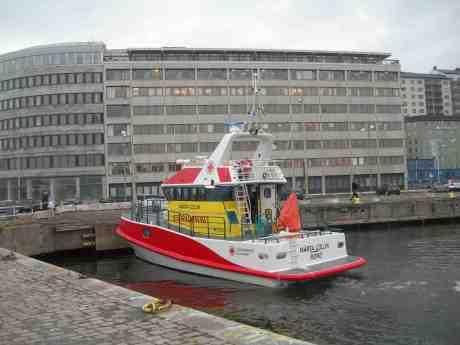 Sjöräddningens Rescue Märta Collin vid Stenpiren. Torsdag 11 april 2013 kl 16.48.