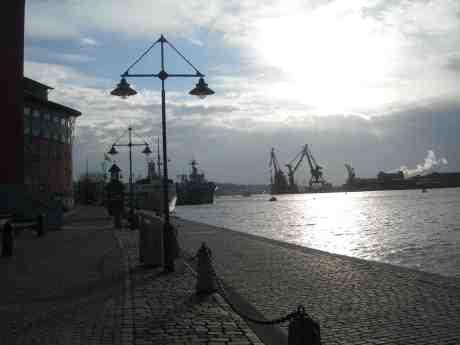 Eländigt kallt men vackert från Operakajen med Stena Jutlandica på utgående lång bort. Tisdag 12 mars 2013 kl 16.02.