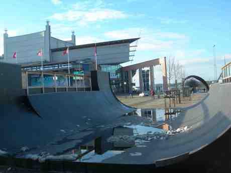 Operan i all sin skateboardrampspegelglans. Söndag 17 mars 2013 kl 16.12.