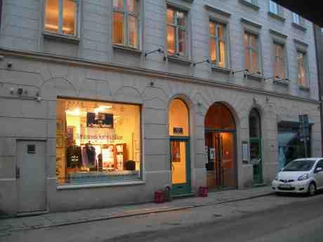 Skjortor och blusar på Drottninggatan 69. Tisdag 12 februari 2013 kl 16.36.