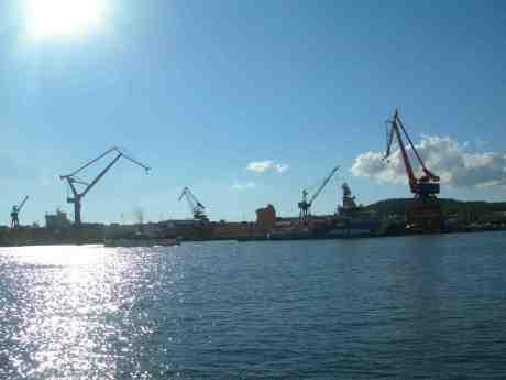 S/S Bohuslän har ångat förbi Coast Guard KBV 003 Amfitrite. Torsdag 30 maj 2013 kl 18.20.