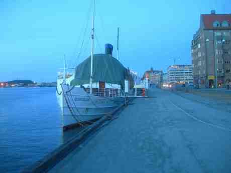 SS Bohuslän vid Skeppsbron. Fredag 8 mars 2013 kl 18.16