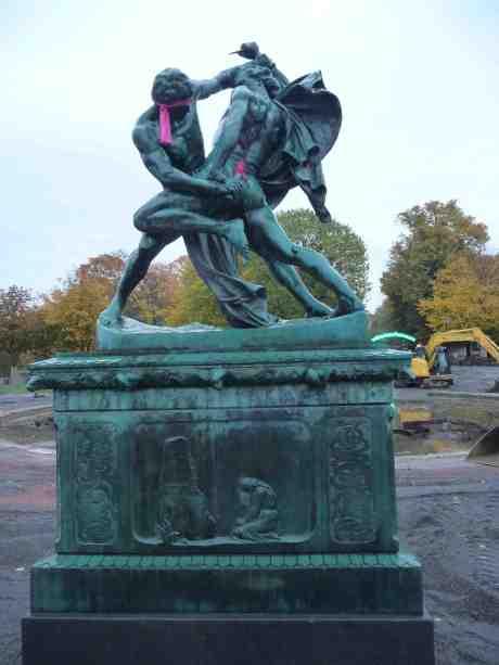 Båttre skära än rista.   Bältespännarna i sin park onsdag 9 oktober 2013 kl 18:02.