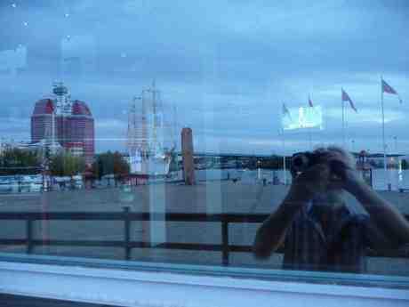 Billy Budd har premiär på GöteborgsOperan lördag 14 september 2013 kl 18 med tenoren Mathias Zachariassen som kapten Edward Fairfax Vere och Peter Mattei som Billy Budd. Operafönstret söndag 8 september 2013 kl 19:54.