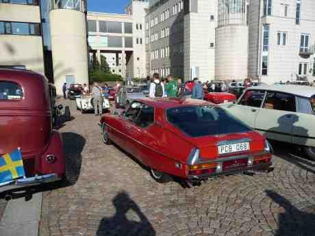 Citroën SM bland bilarna på Lilla Bommens Torg vid barken Viking. Lilla Bommen. Onsdag 17 juli 2013 kl 18:14.