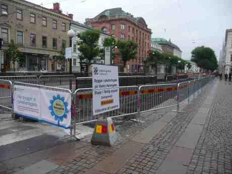 Cykelfartsgata. Kör inte cyklarna tillräckligt fort? Västra Hamngatan torsdag 4 juli 2013 kl 20:25.