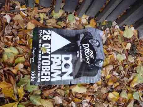 Don Palm på Sticky Fingers lördag 26 oktober. Vid Trädgårdsföreningens staket åt Nya Allén onsdag 23 oktober 2013 kl 17:01.