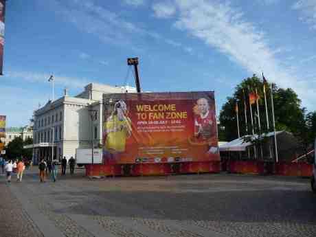Fotbolls-EM:s Fan Zone vid Storan med Kosovare Asllani och Pernille Harder. Tisdag 9 juli 2013 kl 19:39.