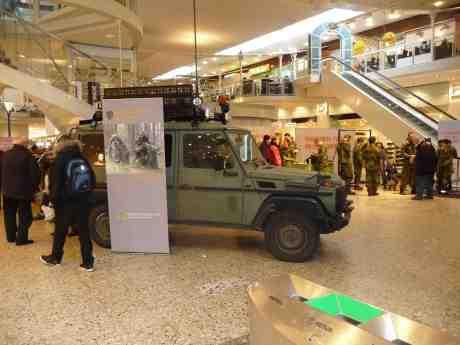 Ny försvarsutredning tillsattes i går – för vilken gång i ordningen? – så Försvaret ska inte skrotas. Nordstadstorget fredag 25 oktober 2013 kl 14:48.
