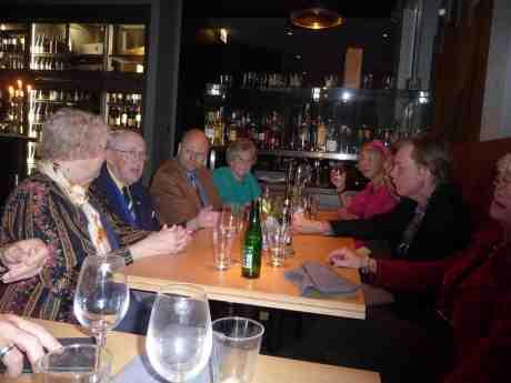 Cafépianisten Harry Persson med vänner firar hans 90-årsdag som inföll 3 oktober. Gothia Tower tisdag 22 oktober 2013 kl 19:03.