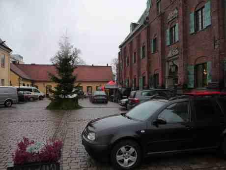Julmarknadsbestyr i Kronhuset dagen före starten. Fredag 29 november 2013 kl 13:53.
