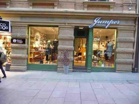 Jumperfabriken har flyttat in i gamla Mauritz Kaffehus' lokaler på Fredsgatan. Måndag 7 oktober 2013 kl 17:52.