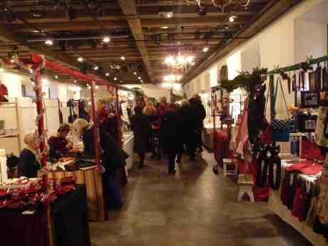 Kronhusets julmarknad öppnad. Lördag 30 november 2013 kl 15:20.
