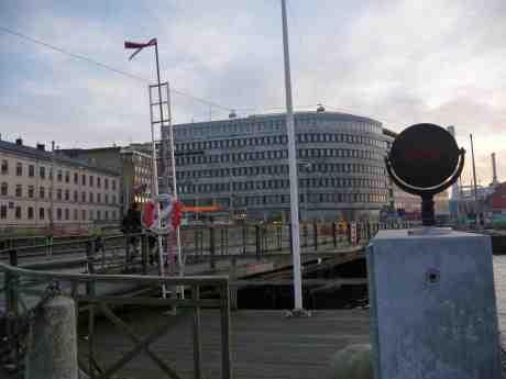 Leica-reklam mångfaldigad vid och på Stora Bommen bro. Onsdag 27 november 2013 kl 15:15