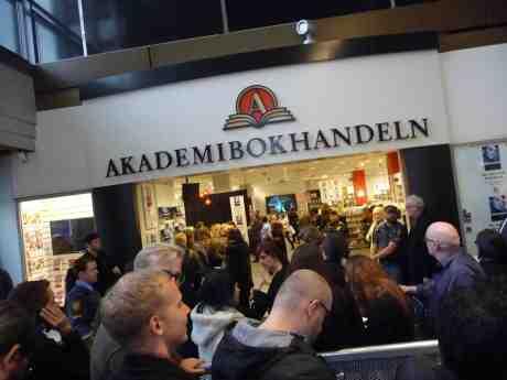 Morrissey signerar sin självbiografi på Akademibokhandeln i Nordstan. Torsdag 17 oktober 2013 kl 17:05.