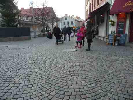 Multimusiker gör succé på Haga Nygatan. Torsdag 28 november 2013 kl 14:51.
