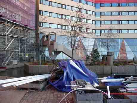 Trappan till fasadbytande Läppstiftets låghusdel. Gullbergskajen vid Lilla Bommen onsdag 13 november 2013 kl 14:43.