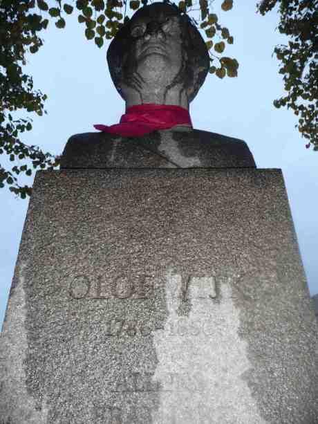 Kanske fick Olof Wijk sin rosa halsduk av unga Feminister tisdagen 1 oktober? Onsdag 9 oktober 2013 kl 17:59.