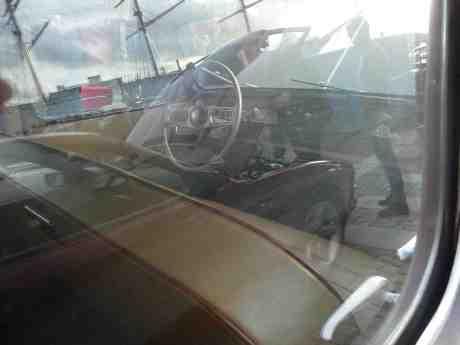BMW 850 1991 och S/S Viking 1907 speglade i Singer SM 1951. Lilla Bommens Torg onsdag 21 augusti 2013 kl 19:03.