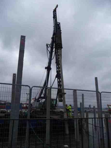 Pålning vid Skeppsbron för utbyggnad mot Stenpiren. Onsdag 14 november 2013 kl 15:38.