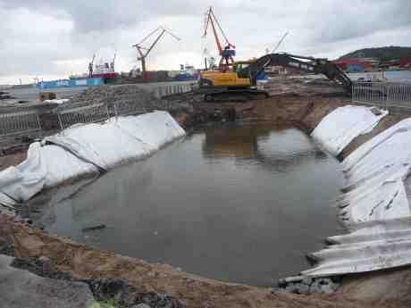 Stenpiren demolerad och urgröpt till bassäng. Undrar vad National Piers Society skulle säga om det? Lördag 21 september 2013 kl 18:27.