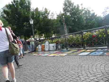 Fredsbroprojekt: Tavlor på en utläggning. Fredsbron fredag 23 augusti 2013 kl 17:12.
