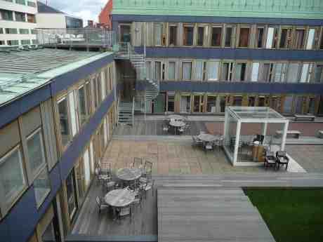 Terrasser på Östra Nordstadens tak. Måndag 19 augusti 2013 kl 13:47.