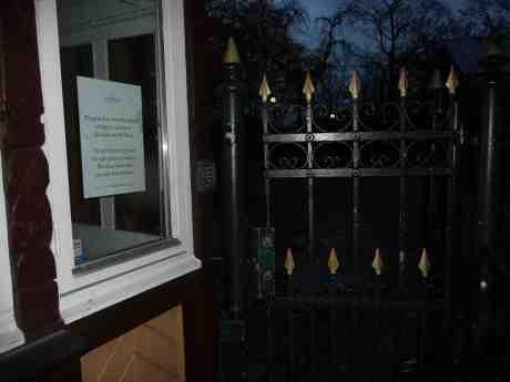 Stormvarning utfärdad. Trädgårdsföreningen stängd. Måndag 28 oktober 2013 kl 16:36.