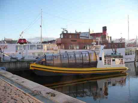 Ribbåt med glasveranda för svensk sommar? Lilla Bommen onsdag 26 mars 2014 kl 17:58.