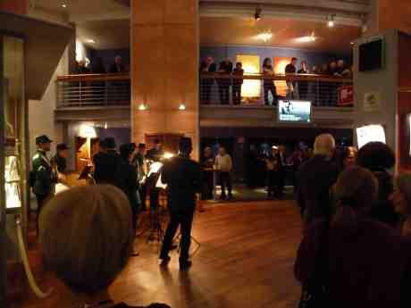 Donizettis Kärleksdrycken bjuder på grön pausmusik. GöteborgsOperan onsdag 15 januari 2014 kl 20:24.