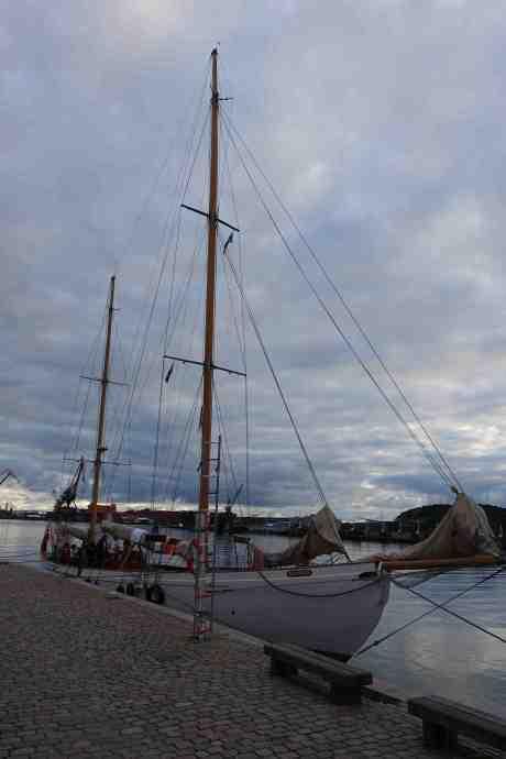 S/Y Mohawk II byggdes som Sylvia  1904 av Stowe & son i Shoreham-by-Sea i West Sussex och ägs av Sjøkorpset i Oslo. Operakajen söndag 29 juni 2014 kl 20:56.