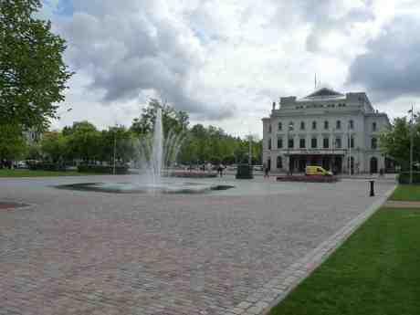 Nya fontänen i Bältespännarparken har kommit igång. Bassängen borta – varför? fredag 9 maj 2014 kl  16:32.