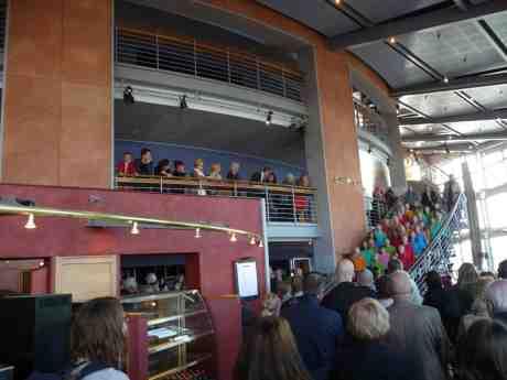 Körsång i trappan när Operan introducerar kommande säsong 2014-15. Måndag 31 mars 2014 kl 18:49.