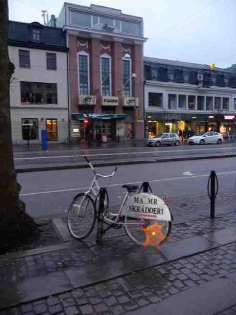 Plaza och Ma.Mr Skrädderis damcykel. Östra Hamngatan söndag 23 februari 2014 kl 17:15.