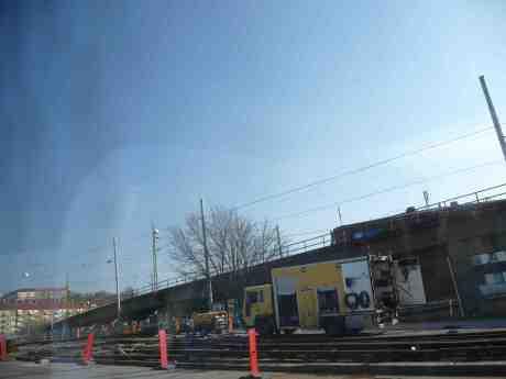 Spårvagnsspårbyte på 08-bron mellan Svingeln och Olskroken. Sommartidssöndag 30 mars 2014 kl 15:07.