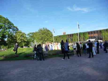 Studentskor i Trädgårdsföreningen. Tisdag 27 maj 2014 kl 19:04.
