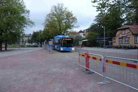 Man upphör aldrig att förvånas. Bältespännarparken byggdes om för att bli en del av entrén till Trädgårdsföreningen. Varpå den livsfarliga cykelbanan blev kvar! Södra Vägen-biten togs bort – och blev bussfil! Buss 18 Johanneberg iBältespännarparken tisdag 23 september 2014 kl 18:30.