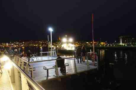 Älv-Snabben 4 ankommer till Lindholmen fredag 29 augusti 2014 kl 21:14.