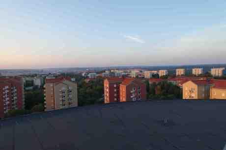 Utsikt från Guldhedstornet där man bl.a. ser Gasklockan, Johannebergskyrkans torn, Johannebergs vattentorn och Lisebergstornet. Måndag 28 juli 2014 kl 21:04.