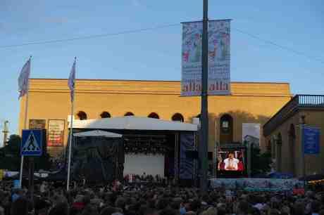 Världsstjärnan Laleh får hela Götaplatsen att både lyssna och sjunga andäktigt! Fredag 15 augusti 2014 kl 20:22.