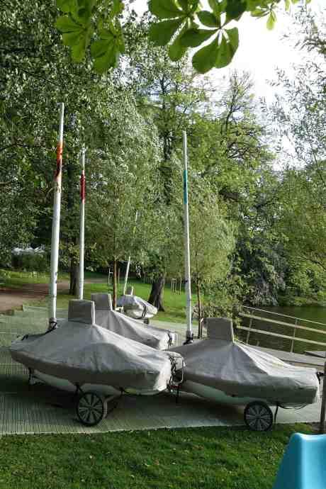 Hemliga ubåtar redo att undervadera Vallgraven? Kultukalaset börjar i morgon och då avslöjas hemligheten. Trädgårdsföreningen måndag 11 augusti 2014 kl 19:18.