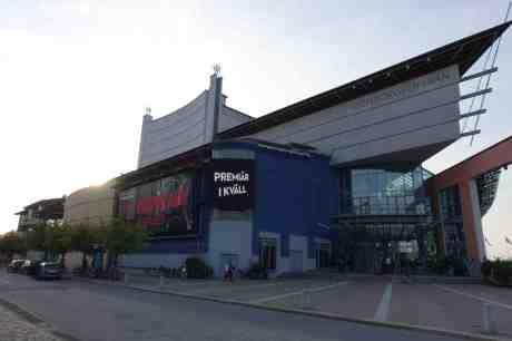Fartfylld Wonderland och topless Wasteland vid  världspremiären på GöteborgsOperan. Lördag 20 september 2014 kl 17:53.
