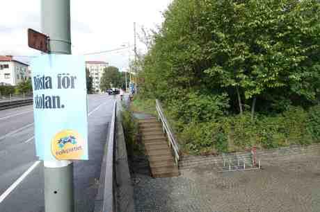 Rösta för skolan. Och fri parkering för sparkcyklar. Guldhedsgatan i närheten av Guldhedsskolan tisdag 26 augusti 2014 kl 16:07.